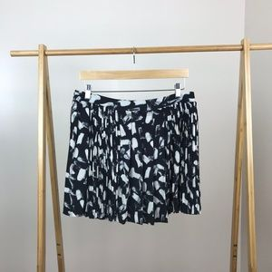 Banana Republic • Abstract Pleated Skirt Size 10